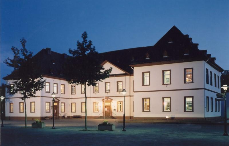 Das Simmerner Schloss bei Nacht